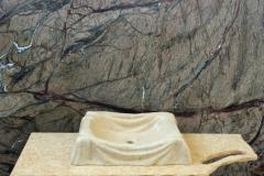 Lavandino effetto lenzuolo con piano lavorato e parete Forest Brown