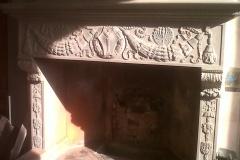 camino in pietra serena inciso a mano