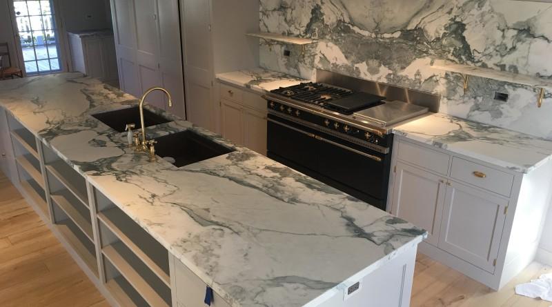 Piano cucina in vero marmo - Calacatta Turquoise . Marmoexpert, la rete italiana dei marmisti di qualità