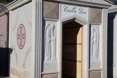 Capella cimiteriale con bassorilievi